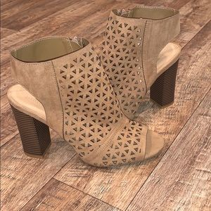 Women's size 10 peep toe dress shoe